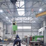 Два светлых излучателя серии supraSchwank в промышленном здании.